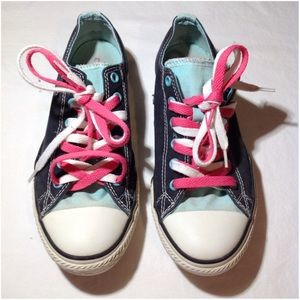 Junior's Size 5 All Star Converse Shoes